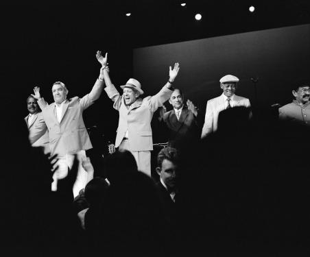 Buena-Vista-Social-Club®-©-Donata-Wenders-1998-onstage-at-Carnegie-Hall